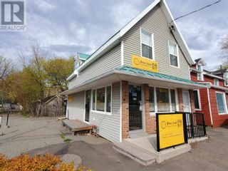 Photo 1: 219-221 University Avenue in Charlottetown: Retail for sale : MLS®# 202114499