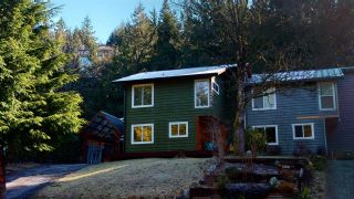 "Photo 2: 40628 PERTH Drive in Squamish: Garibaldi Highlands 1/2 Duplex for sale in ""Garibaldi Highlands"" : MLS®# R2552219"