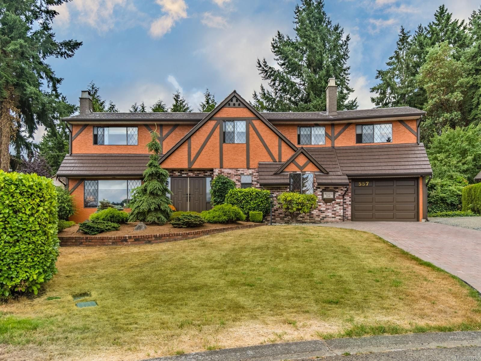 Main Photo: 557 W Greenbriar Pl in : Na Departure Bay House for sale (Nanaimo)  : MLS®# 885102