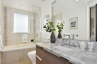 """Photo 13: 302 2035 W 4TH Avenue in Vancouver: Kitsilano Condo for sale in """"The Vermeer"""" (Vancouver West)  : MLS®# R2385930"""