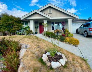 Photo 2: 5628 PETERS Crescent in Sechelt: Sechelt District House for sale (Sunshine Coast)  : MLS®# R2608126