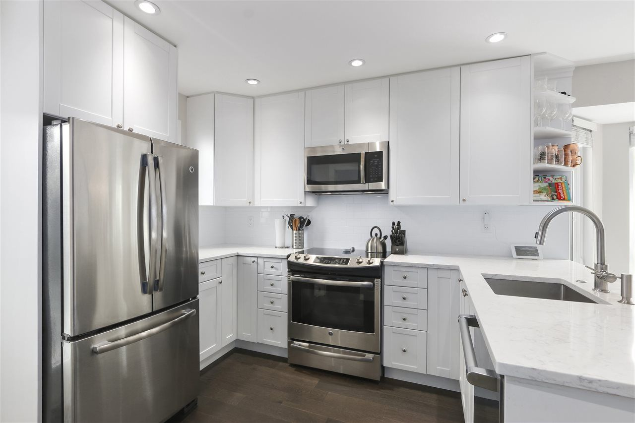 Photo 9: Photos: 154 W 12TH STREET in North Vancouver: Central Lonsdale Townhouse for sale : MLS®# R2487434