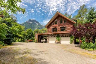 Photo 1: 1120 DOGHAVEN LANE in Squamish: Upper Squamish House for sale : MLS®# R2077411