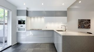 """Photo 10: 2180 W 8TH Avenue in Vancouver: Kitsilano Townhouse for sale in """"Canvas"""" (Vancouver West)  : MLS®# R2605836"""