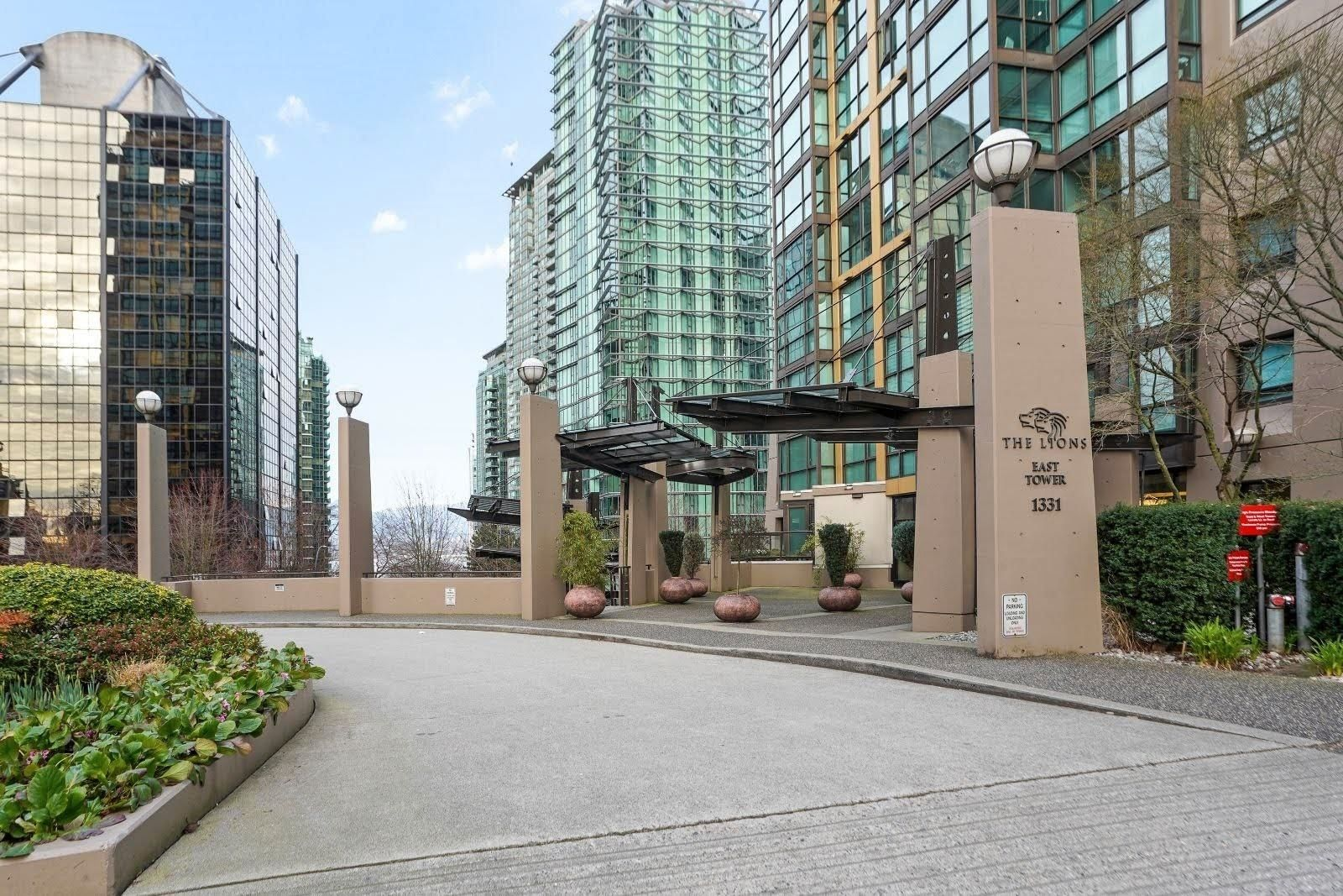 """Main Photo: 2703 1331 ALBERNI Street in Vancouver: West End VW Condo for sale in """"The Lions"""" (Vancouver West)  : MLS®# R2618137"""