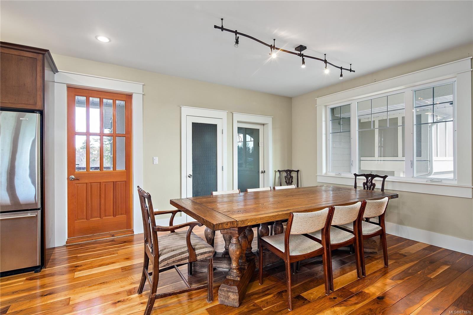 Photo 15: Photos: 4420 Wilkinson Rd in : SW Royal Oak House for sale (Saanich West)  : MLS®# 871876