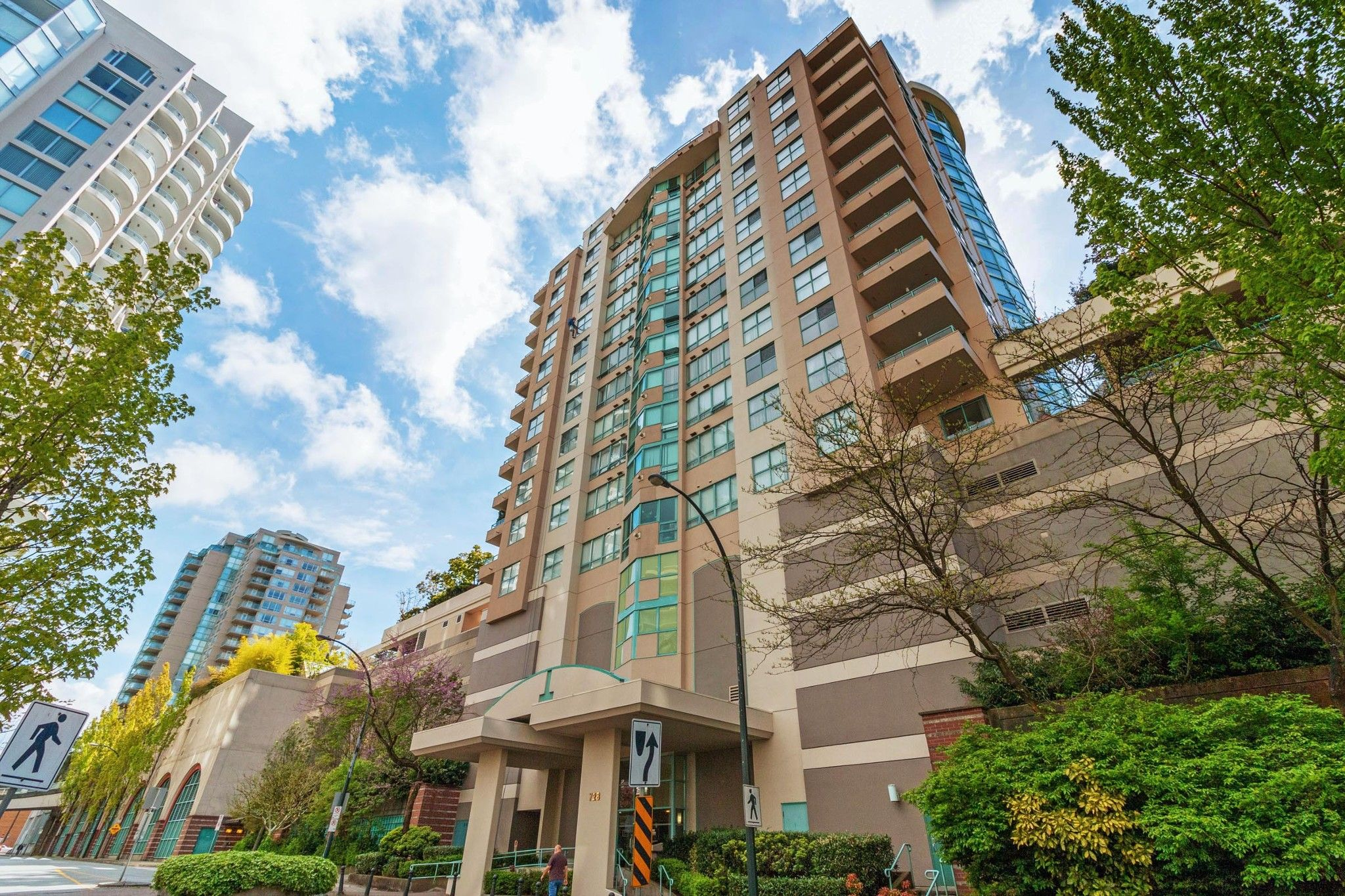 """Main Photo: 905 728 PRINCESS Street in New Westminster: Uptown NW Condo for sale in """"PRINCESS TOWER"""" : MLS®# R2578505"""