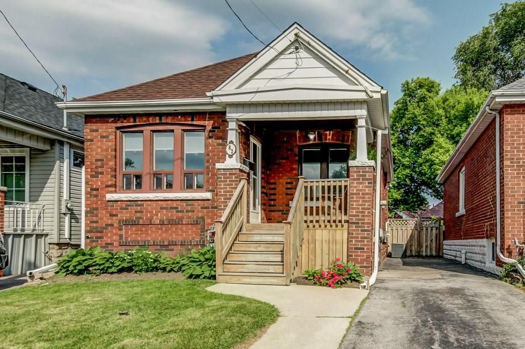 Main Photo: 82 Barons Avenue in Hamilton: House for sale : MLS®# H4029429
