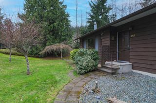 Photo 2: 203 Cadboro Pl in : Na University District House for sale (Nanaimo)  : MLS®# 867094