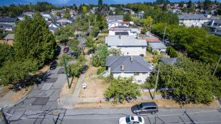 Photo 3: Collingwood - 4996 Moss Street, Vancouver BC
