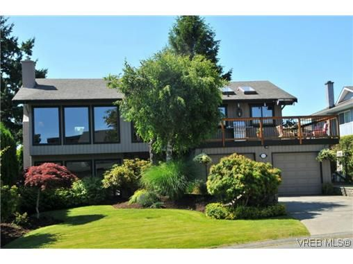 Main Photo: 1619 Barksdale Dr in VICTORIA: SE Lambrick Park House for sale (Saanich East)  : MLS®# 618275