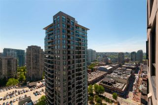 """Photo 3: 2208 928 HOMER Street in Vancouver: Yaletown Condo for sale in """"Yaletown Park"""" (Vancouver West)  : MLS®# R2373790"""