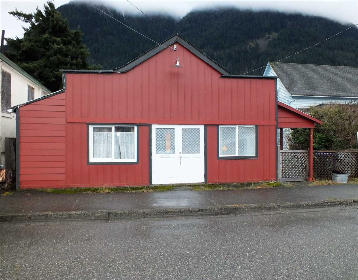 Main Photo: 328 FORT Street in Hope: Hope Center House for sale : MLS®# R2524478