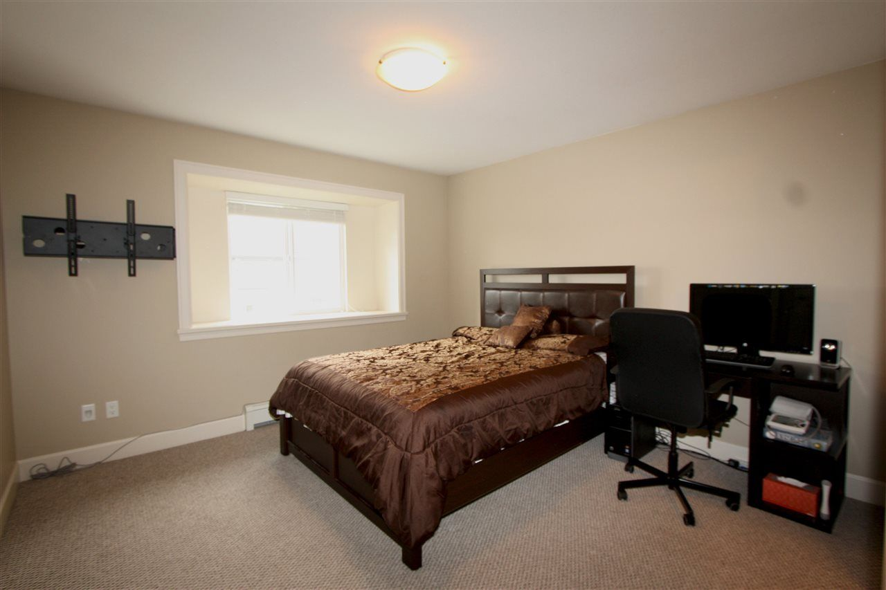 Photo 6: Photos: 6303 167B Street in Surrey: Cloverdale BC House for sale (Cloverdale)  : MLS®# R2123835