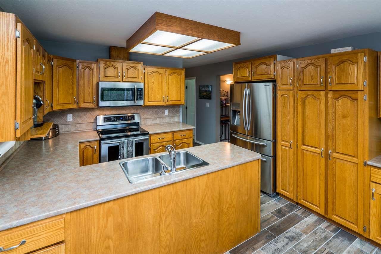 "Photo 8: Photos: 4753 NORTH MEADOW Road in Prince George: North Meadows House for sale in ""NORTH MEADOWS/NORTH NECHAKO"" (PG City North (Zone 73))  : MLS®# R2124109"