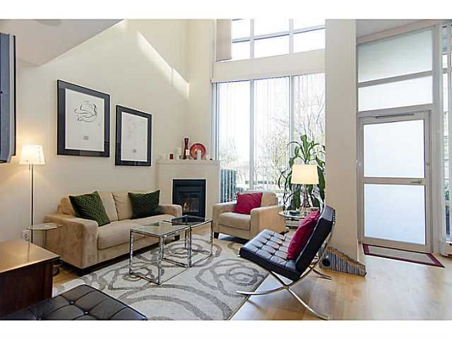 """Main Photo: THB 1207 MARINASIDE Crescent in Vancouver: Yaletown Townhouse for sale in """"The Peninsula"""" (Vancouver West)  : MLS®# V1046022"""