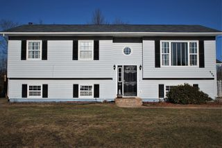 Photo 1: 596 Maxner Drive in Greenwood: 404-Kings County Residential for sale (Annapolis Valley)  : MLS®# 202105504