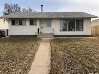 Photo 1: 359 Central Avenue South in Swift Current: South West SC Residential for sale : MLS®# SK762355