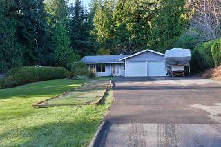 Photo 1: 5551 WAKEFIELD Road in Sechelt: Sechelt District House for sale (Sunshine Coast)  : MLS®# R2420714