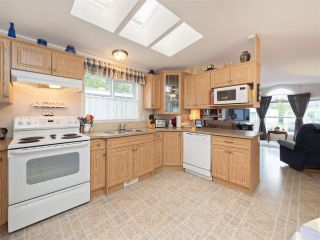 """Photo 5: 81 2270 196 Street in Langley: Brookswood Langley Manufactured Home for sale in """"Pineridge Park"""" : MLS®# R2224829"""