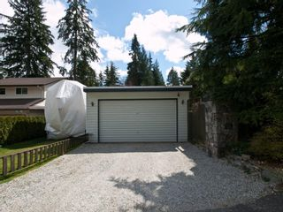 """Photo 15: 4720 RAMSAY Road in North Vancouver: Lynn Valley House for sale in """"Upper Lynn"""" : MLS®# V883000"""