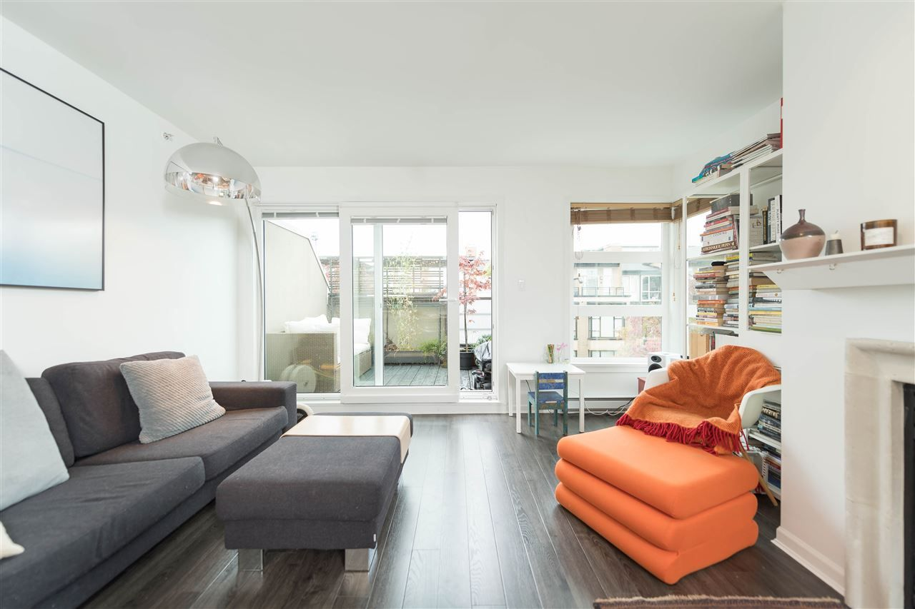"""Main Photo: 409 2181 W 12TH Avenue in Vancouver: Kitsilano Condo for sale in """"THE CARLINGS"""" (Vancouver West)  : MLS®# R2109924"""