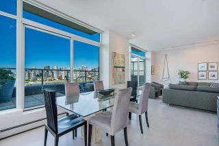 """Photo 4: 1702 1708 COLUMBIA Street in Vancouver: Mount Pleasant VW Condo for sale in """"Wall Centre False Creek"""" (Vancouver West)  : MLS®# R2580995"""