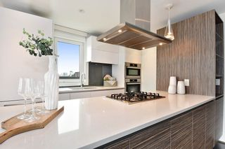 """Photo 8: 302 2035 W 4TH Avenue in Vancouver: Kitsilano Condo for sale in """"The Vermeer"""" (Vancouver West)  : MLS®# R2385930"""