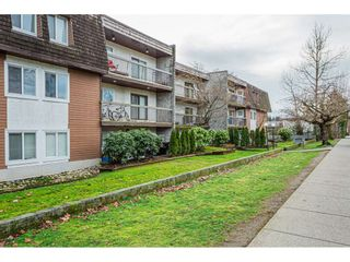 """Photo 2: 108 33850 FERN Street in Abbotsford: Central Abbotsford Condo for sale in """"Fernwood Manor"""" : MLS®# R2430522"""