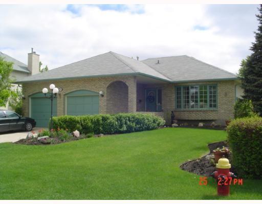 Main Photo: 30 SANDSTONE Place in WINNIPEG: Fort Garry / Whyte Ridge / St Norbert Single Family Detached for sale (South Winnipeg)  : MLS®# 2708898