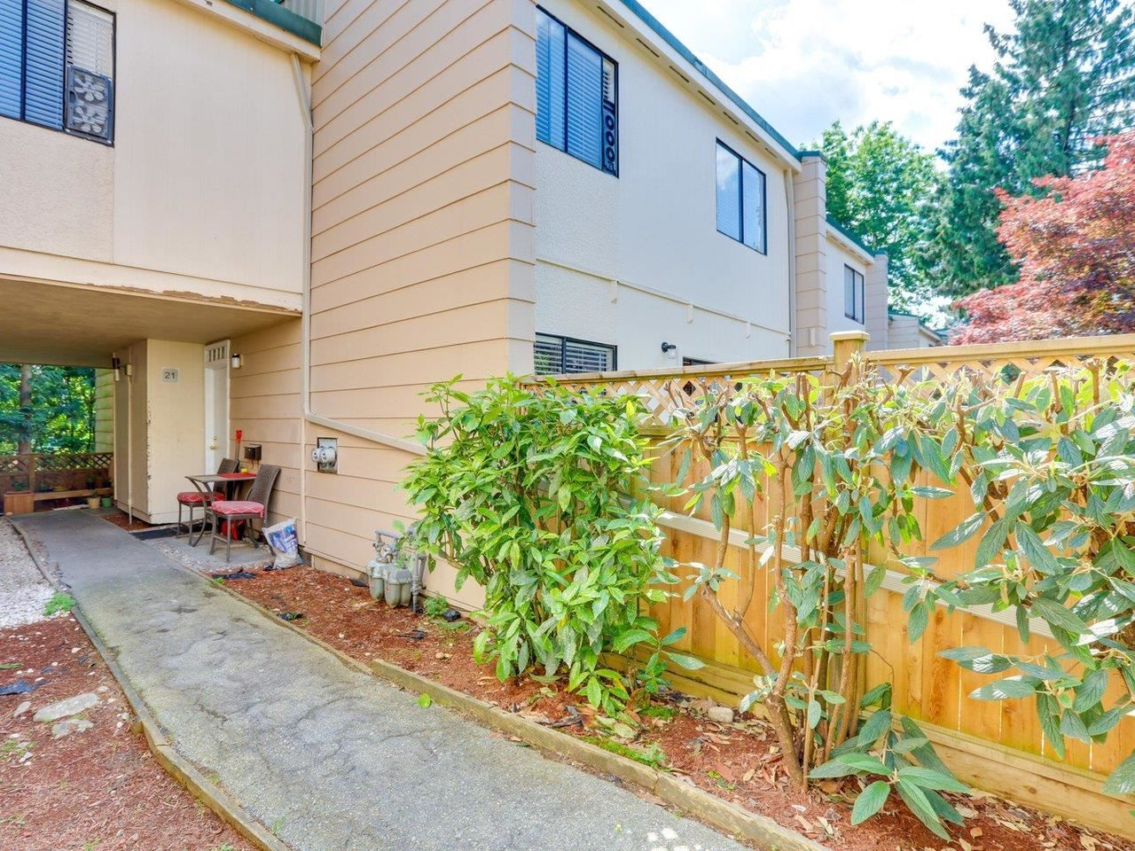 """Main Photo: 21 10585 153 Street in Surrey: Guildford Townhouse for sale in """"Guildford Mews"""" (North Surrey)  : MLS®# R2593242"""