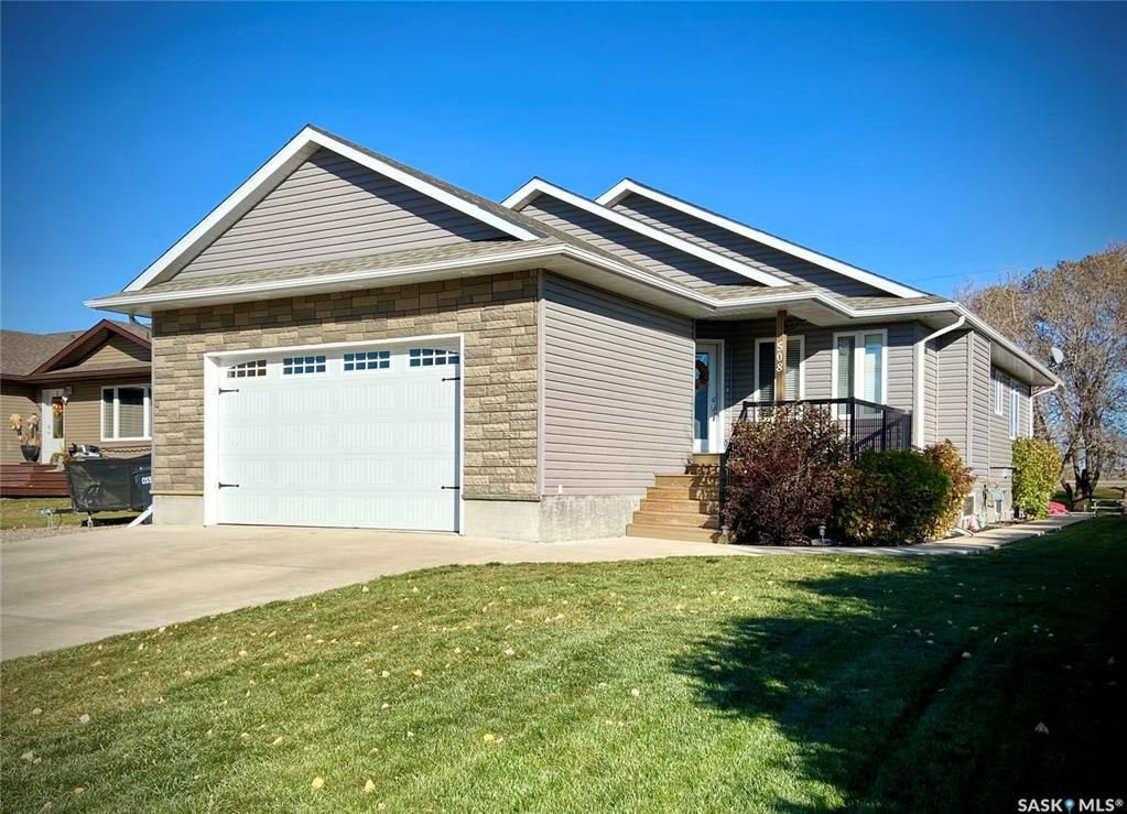 Main Photo: 508 Fourth Street North in Langenburg: Residential for sale : MLS®# SK873846