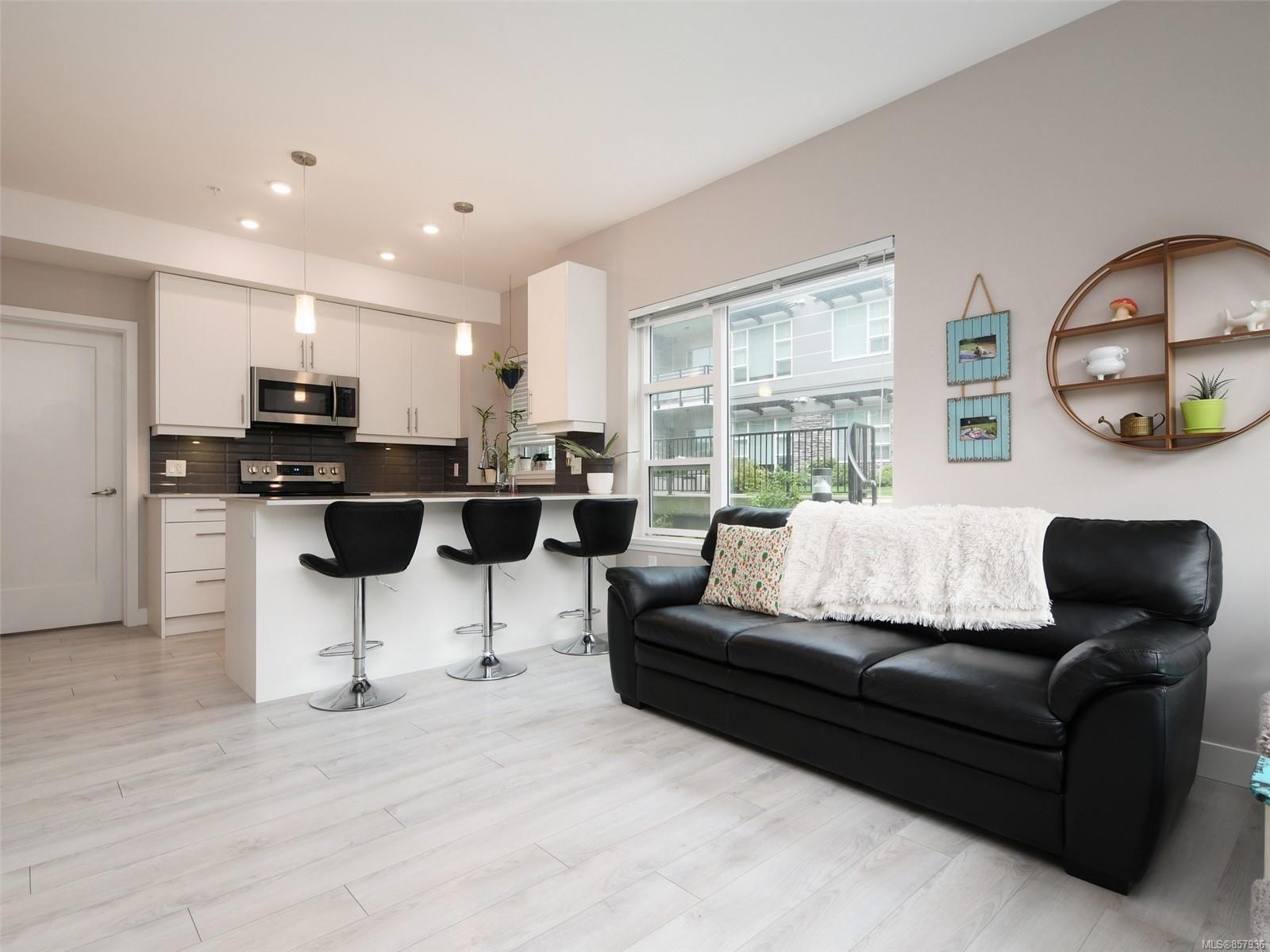 Photo 4: Photos: 103 1020 Inverness Rd in Saanich: SE Quadra Condo for sale (Saanich East)  : MLS®# 857936