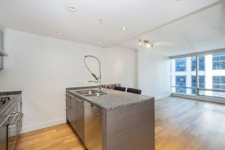 """Photo 2: 2804 1111 ALBERNI Street in Vancouver: West End VW Condo for sale in """"SHANGRI-LA"""" (Vancouver West)  : MLS®# R2514908"""