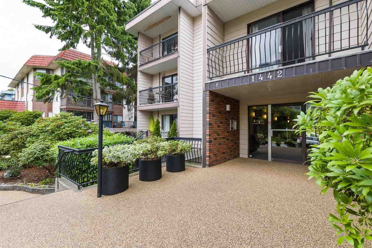 """Photo 2: Photos: 106 1442 BLACKWOOD Street: White Rock Condo for sale in """"BLACKWOOD MANOR"""" (South Surrey White Rock)  : MLS®# R2380049"""
