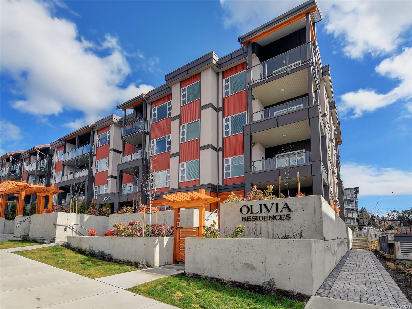 Main Photo: 312 3333 Glasgow Ave in : SE Quadra Condo for sale (Saanich East)  : MLS®# 873330
