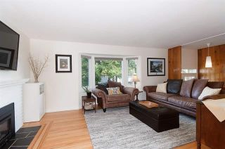 Photo 2: Coquitlam: Condo for sale : MLS®# R2072990