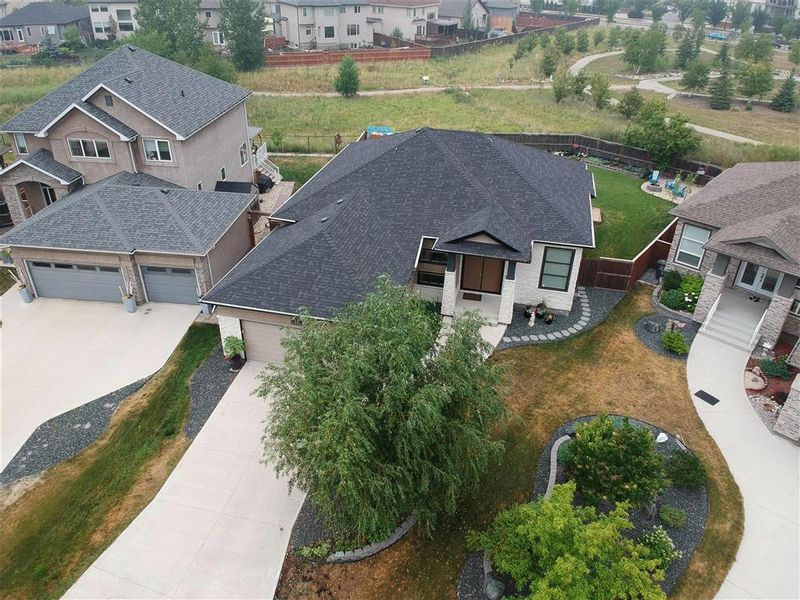 FEATURED LISTING: 11 Autumnview Drive Winnipeg