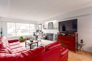 Photo 4: 2557 E 24TH AVENUE in Vancouver: Renfrew Heights House for sale (Vancouver East)  : MLS®# R2252626