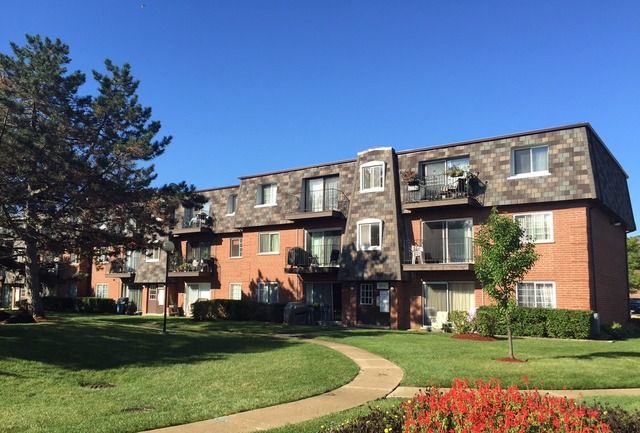 Main Photo: 9370 Bay Colony Drive Unit 3N: Des Plaines Condo, Co-op, Townhome for sale ()  : MLS®# MRD09127132