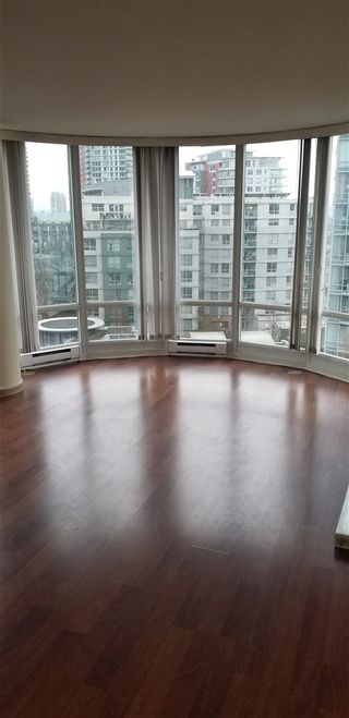 "Photo 3: 1007 1067 MARINASIDE Crescent in Vancouver: Yaletown Condo for sale in ""QUAY WEST"" (Vancouver West)  : MLS®# R2539975"