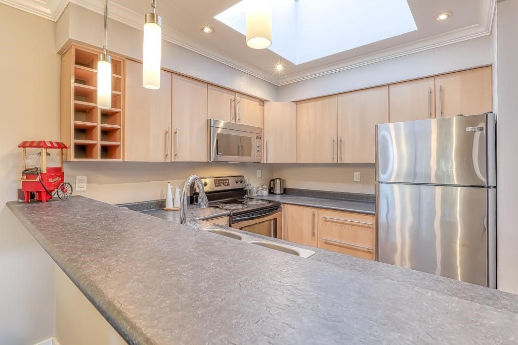 """Main Photo: 310 932 ROBINSON Street in Coquitlam: Coquitlam West Condo for sale in """"The Shaughnessy"""" : MLS®# R2438593"""