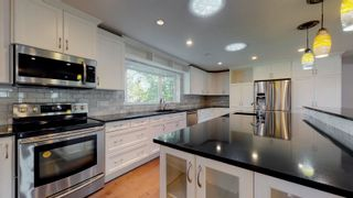 Photo 3: 2 WESTBROOK Drive in Edmonton: Zone 16 House for sale : MLS®# E4249716
