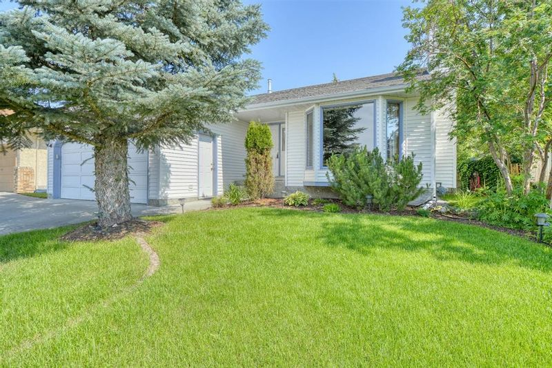 FEATURED LISTING: 62 West Mackay Crescent Cochrane
