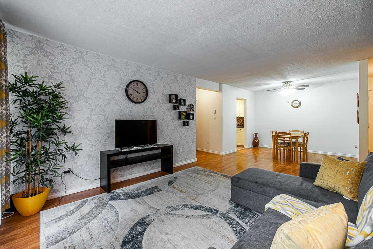 """Main Photo: 307 10698 151A Street in Surrey: Guildford Condo for sale in """"Lincoln Hill"""" (North Surrey)  : MLS®# R2390234"""