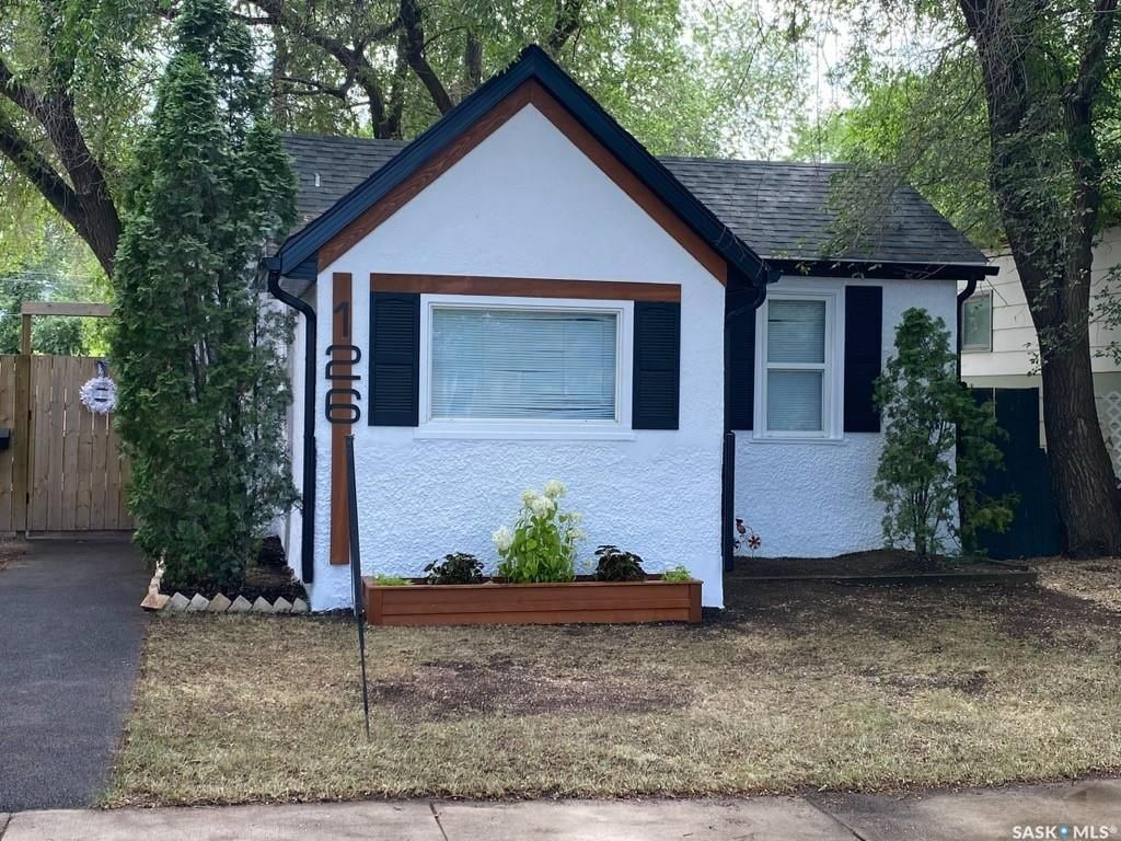 Main Photo: 126 Taylor Street East in Saskatoon: Exhibition Residential for sale : MLS®# SK861424