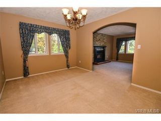 Photo 3: 121 Rockcliffe Pl in VICTORIA: La Thetis Heights House for sale (Langford)  : MLS®# 734804