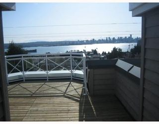 """Photo 2: 4 257 E 6TH Street in North Vancouver: Lower Lonsdale Townhouse for sale in """"LE MIRAGE"""" : MLS®# V791587"""