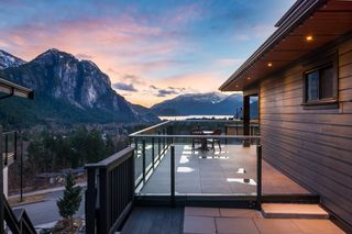 Photo 2: 38586 HIGH CREEK Drive in Squamish: Plateau House for sale : MLS®# R2541033