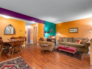 "Photo 4: 5019 57 Street in Delta: Hawthorne Townhouse for sale in ""GREEN ROAD VILLAGE"" (Ladner)  : MLS®# R2618138"